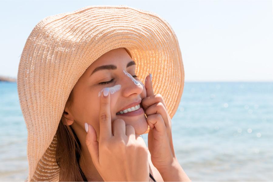 Qual o melhor protetor solar para pele oleosa e acneica?